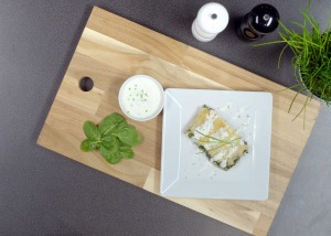 Spinat-Grieß Strudel mit Kräuterdip