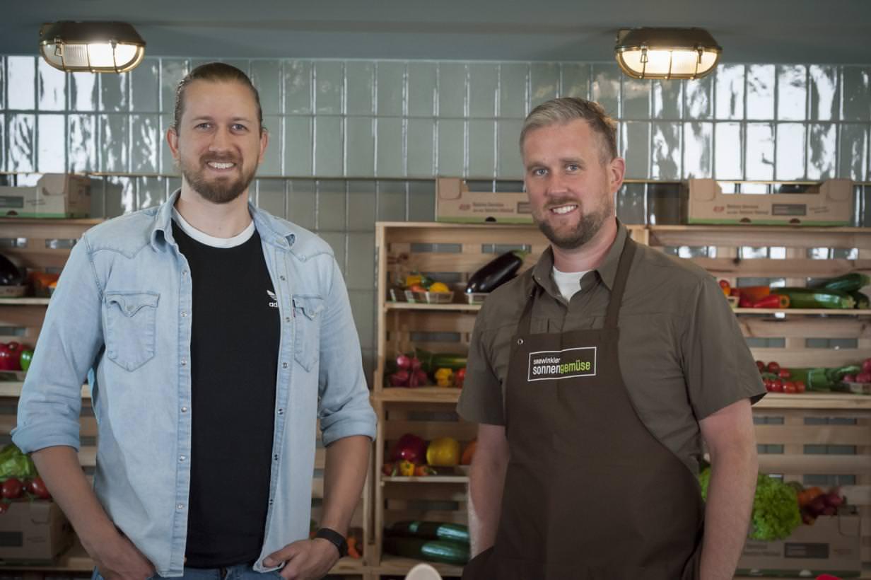 Motion-Cooking-Koch Gerhard Dragschitz (li.) mit Bio-Gemüsebauer Martin Michlits (re.) © Bild: zweischrittweiter.at